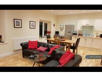 2 bedroom flat in Tremena Road, St Austell, PL25 (2 bed)