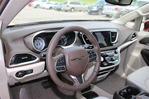 2017 Chrysler Pacifica Touring-L *LOW KMS* London Ontario image 16