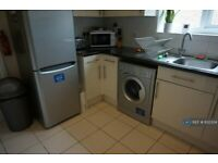 1 bedroom in The Drive, Horley, RH6 (#832334)