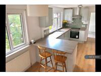 2 bedroom flat in York Road, Woking, GU22 (2 bed)