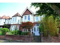 4 bedroom house in Oakleigh Gardens, London, N20