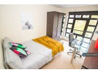 3 bedroom flat in York Road, Leicester, LE1 (3 bed) (#932660)