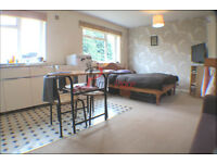*** Self contianed studio apartment in central Earlsfield for only £1000 pcm ***