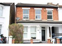 2 bedroom flat in Whitehall Road, Thornton Heath, CR7 (2 bed) (#1138053)