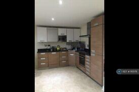 2 bedroom flat in Woolwich Road, London, SE10 (2 bed) (#1110176)