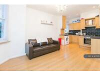 3 bedroom flat in Kirkstall Road Streatham, London, SW2 (3 bed)