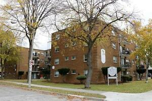 Bachelor apartment for rent w/ balcony by University of Windsor