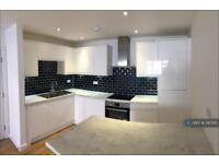 3 bedroom flat in Eltham High Street, London, SE9 (3 bed)