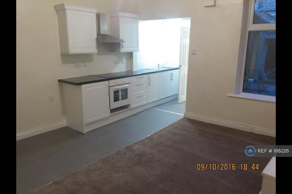1 bedroom flat in Crabtree Street, Colne, BB8 (1 bed)