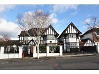 5 bedroom house in Western Avenue, Golders Green, NW11