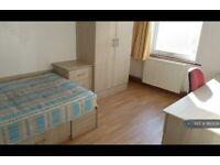 6 bedroom flat in Spenceley Street, Leeds, LS2 (6 bed) (#860938)