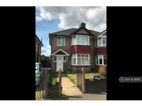 4 bedroom house in Millwood Road, London, TW3 (4 bed)