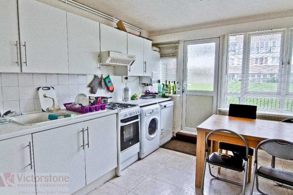 **AVAILABLE SEPTEMBER*** 5 BEDROOM FLAT NO LOUNGE, VICTORIA PARK, E3. SUIT STUDENTS. MUST SEE.