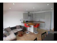 3 bedroom flat in Amersham Road, London, SE14 (3 bed)