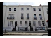 2 bedroom flat in Lind House, Ryde, PO33 (2 bed)