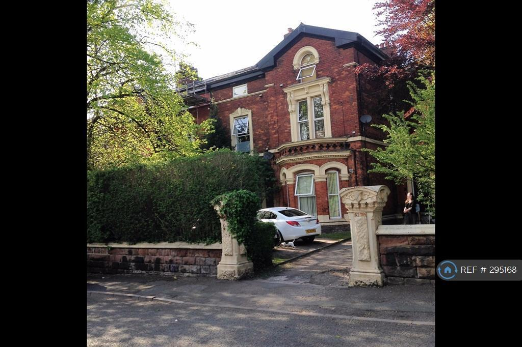 Studio flat in South Drive, Liverpool, L15