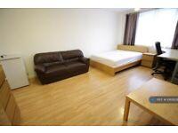 1 bedroom in Rosher Close, London, E15 (#1065629)