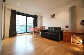 2 bedroom flat in Millharbour, Canary Wharf, London E14