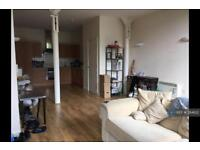 1 bedroom flat in Weavers House, Leeds, LS9 (1 bed)