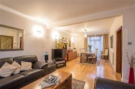 3 bedroom house in Arcadian Gardens, Bowes Park, London, N22