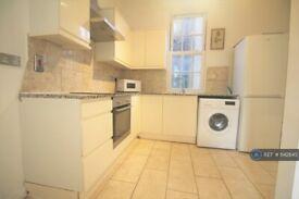 3 bedroom flat in Caledonian Road, London, N1 (3 bed) (#1142845)