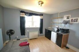 Studio flat in Whitestile Road, Brentford