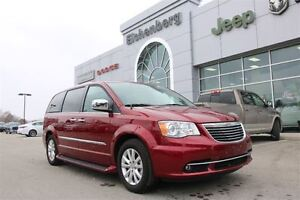 2016 Chrysler Town & Country Limited *EXECUTIVE VEHICLE*
