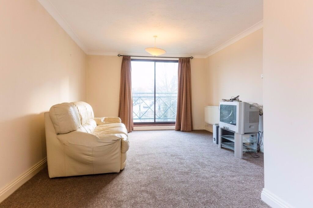 Lime Tree Court - 2 bedroom 2 bathroom with parking, this is a real find !! Call Ciara now to book !