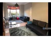 4 bedroom house in Thornbury Road, London, SW2 (4 bed)
