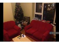 3 bedroom flat in Thurtle Road, London, E2 (3 bed)