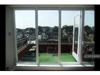 2 bedroom flat in Greyhound Road, London, W6 (2 bed)