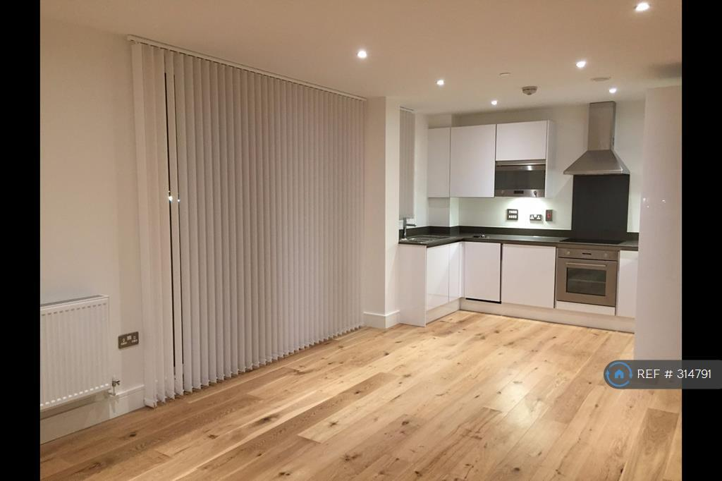 2 bedroom flat in Caxton Street North, London, E16 (2 bed)