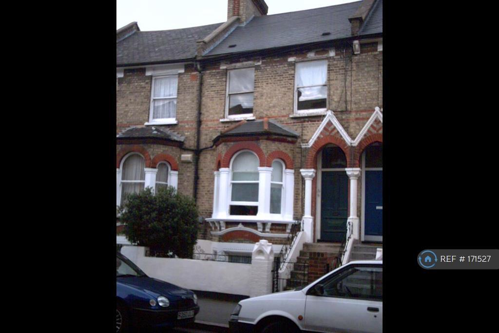 3 bedroom flat in Elm Park, London, SW2 (3 bed)