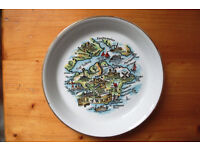 Vintage (late 1950s/60s) souvenir plate/dish of The Isle of Wight.
