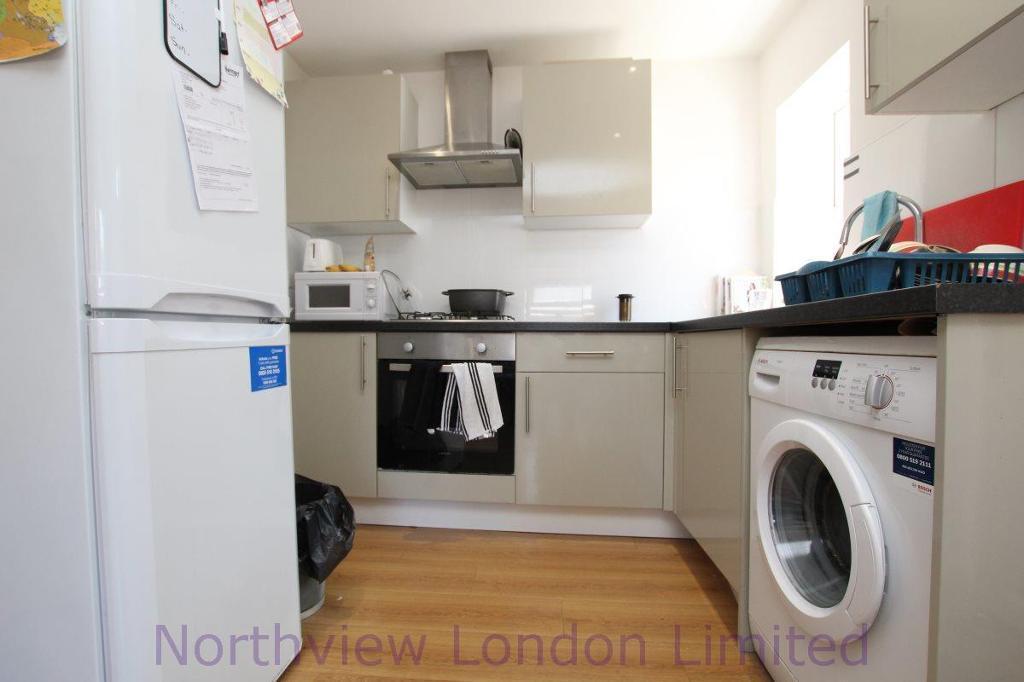 1 bedroom house in Burghley Road, Turnpike Lane, N15