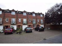 Beautiful 4 bedroom 2 bath terraced house in Kingston Road SW19 call for viewings on 02085431953
