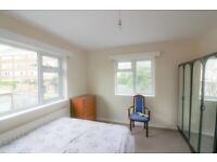 AVAILABLE NOW IN BARNET/FINCHLEY NW7 1BP..A THREE (3) BEDROOM HOUSE FOR £1399pcm