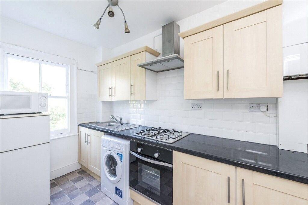 BEAUTIFUL, CLEAN DOUBLE ROOM NEAR BARKING STATION--ONLY £160 !