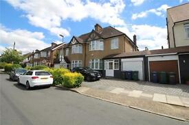 4 bedroom house in Ashurst Road, Barnet, EN4