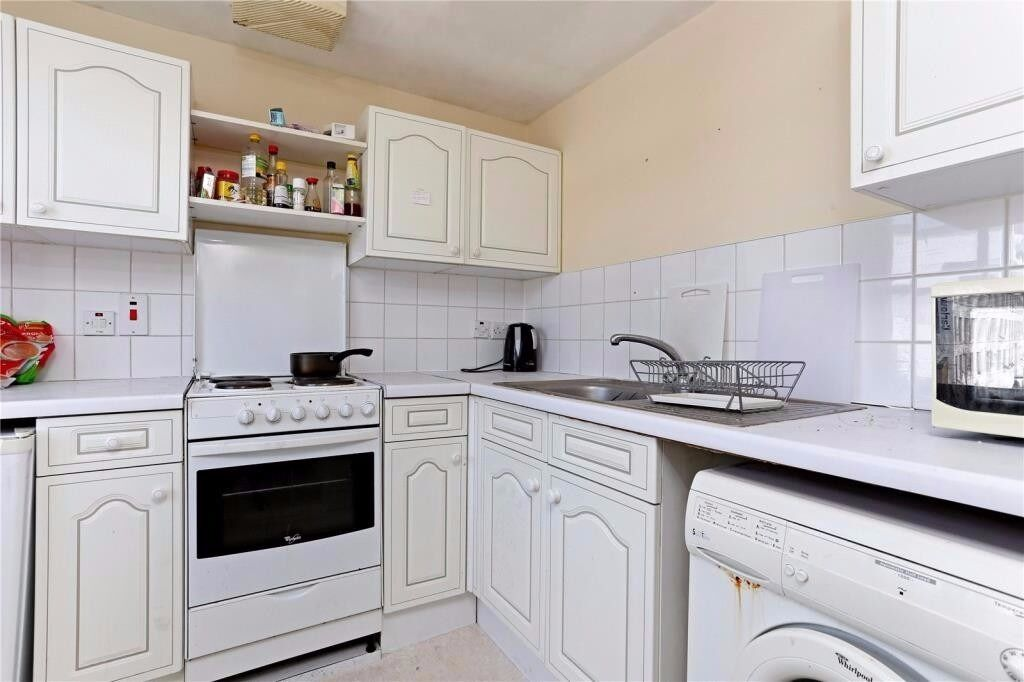 CAMDEN HIGH STREET, NW1: 2 DOUBLE BEDROOM FLAT, HEART OF CAMDEN, 5 MIN WALK TO MULTIPLE UNDERGROUNDS