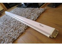 6.6 foot optoma projection screen, pull down