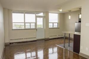 Views of downtown and Lake Ontario - Renovated 2 Bedroom