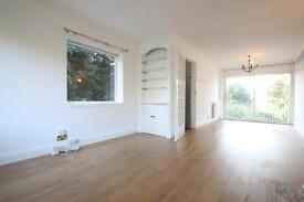 2 bedroom flat in Woodside Avenue, Woodside Park