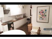 3 bedroom flat in London, London, E17 (3 bed)