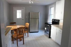 5 Bedroom, 2 Kitchens, Downtown, Renovated