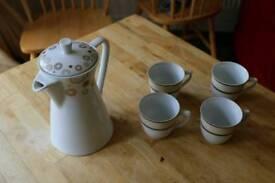 Tea pot and cup set
