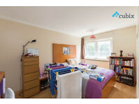 Large 4 bedroom apartment with no lounge near London Bridge available from Mid July!