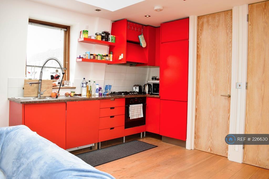 2 bedroom flat in Renfrew Road, London, SE11 (2 bed)