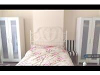 1 bedroom in Hartcourt Avenue, London, HA8