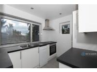 2 bedroom flat in Waterfall Close, Southgate, N14 (2 bed)